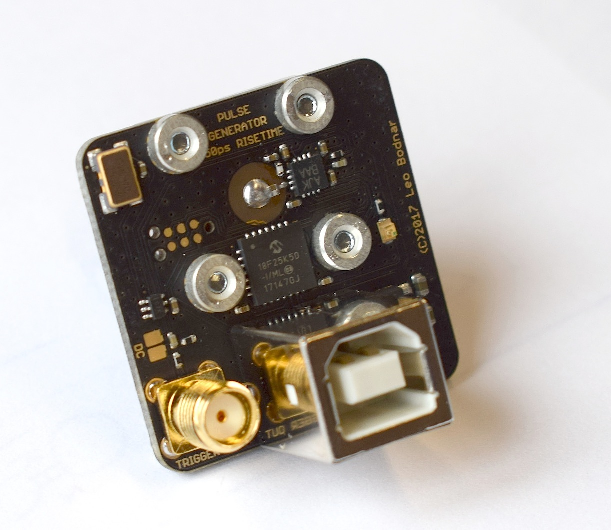 Yet Another Fast Edge Pulse Generator Page 1 Electronic Projects Square Wave Oscillator Using Schmitt Inverter Here Is A Simple I Have Made For Testing Medium Bw Scopes Risetimes This Explains Bnc Connector On The Pcb It Produces Flat Top Signal